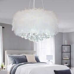 VCreative Arts minimalistyczny Jane europejski sypialnia żyrandol podsufitowy pióro lampa kryształowy żyrandol 110 V 220 V w Wiszące lampki od Lampy i oświetlenie na