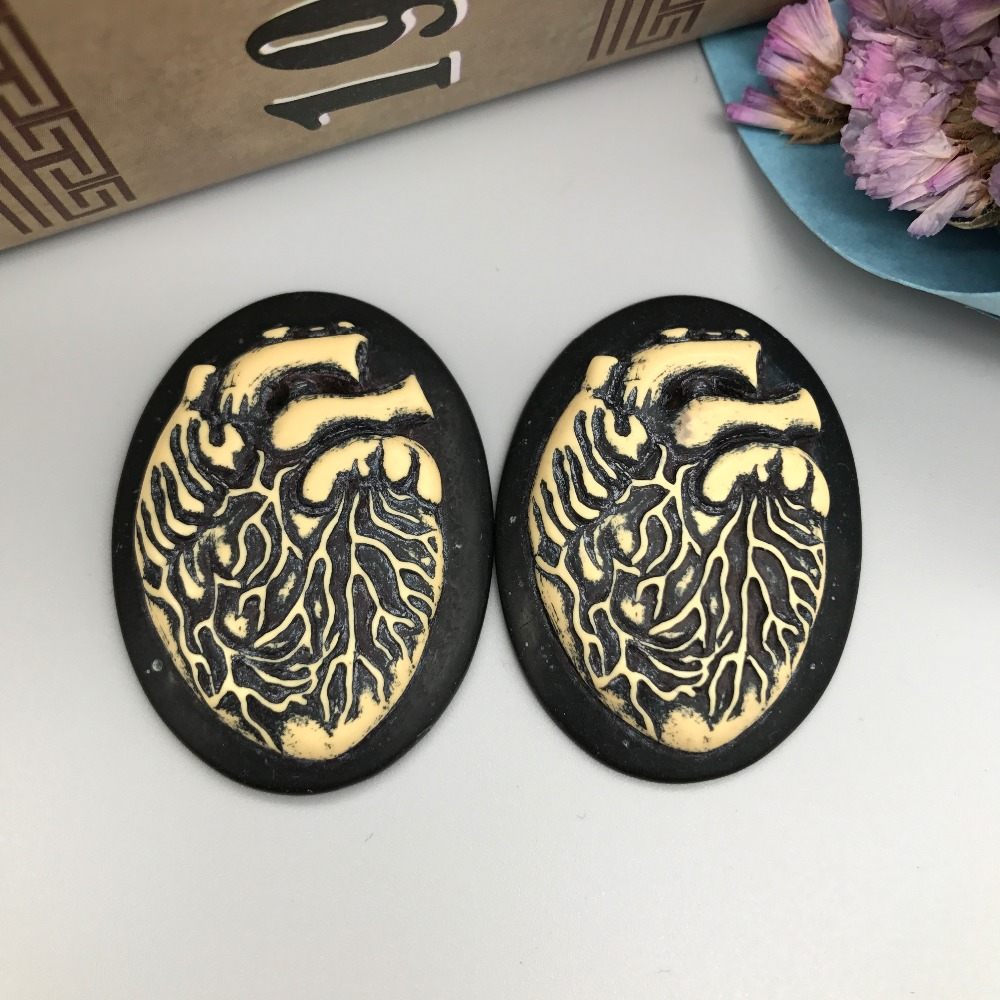 Free shipping!resin Heart Cameo.Resin cameo organs black background Flatback Cabochon for Necklace Pendant.Jewelry.DIY30*40mm