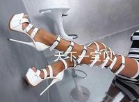 Сандалии сапоги выше колена на платформе в 16 см черного и белого цветов большого 10 размера компактные женские сандалии гладиаторы с открыты