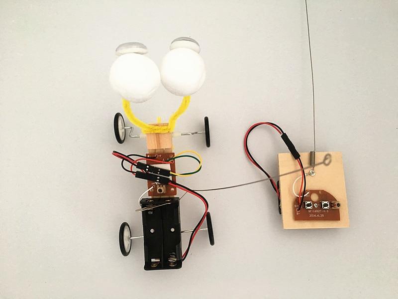 Izvedba eksperimentalnog eksperimenta Happyxuan Diy Telecontrol Robot - Izgradnja igračke - Foto 3