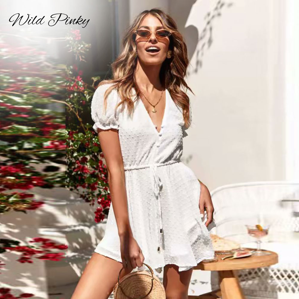 Rompers Lovely Wildpinky Sexy V Neck Boho Beach Romper Women Short Sleeve Short Jumpsuit 2019 White Jacquard Playsuit Summer Macacao Feminino Rich In Poetic And Pictorial Splendor