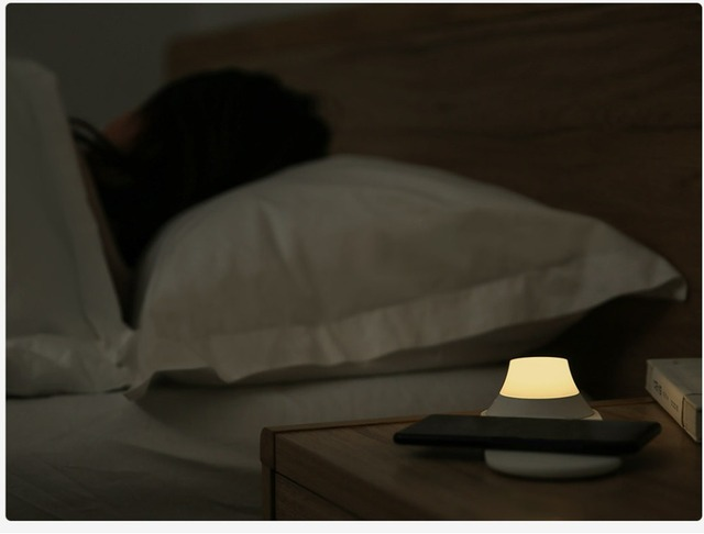 Xiaomi Yeelight Wireless Charger with LED Lamp 2