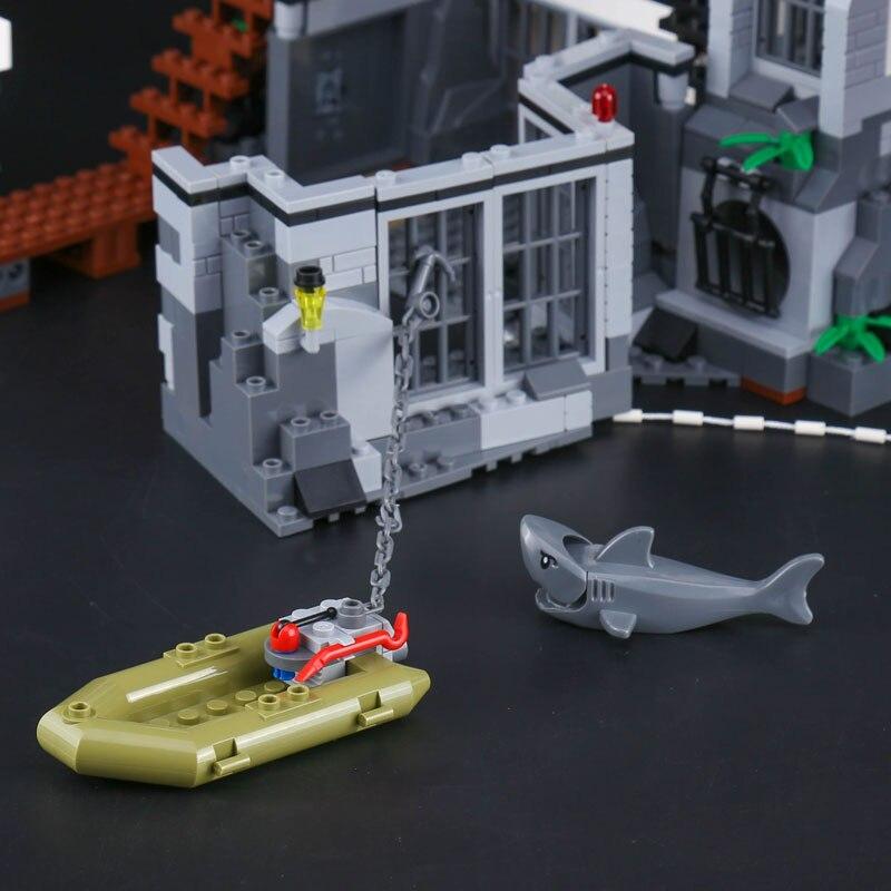 02006 815PCS City Series The Prison Island Set Funny Building Kits Blocks Toys