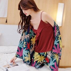 Image 2 - Wiosenne damskie zestawy jedwabnych piżam ze spodniami satynowy kwiat wydruku piżama kobiece seksowne Spaghetti pasek Pijama 3 sztuki odzież domowa