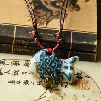 Collar de cerámica pintado a mano puro con colgante de pez de dibujos animados, campana bonita para mujer