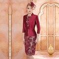 Elegante Borgonha Curto 3/4 Mangas Mãe da Noiva Vestidos de Renda Com Jaqueta Na Altura Do Joelho Evening Partido Vestidos M153