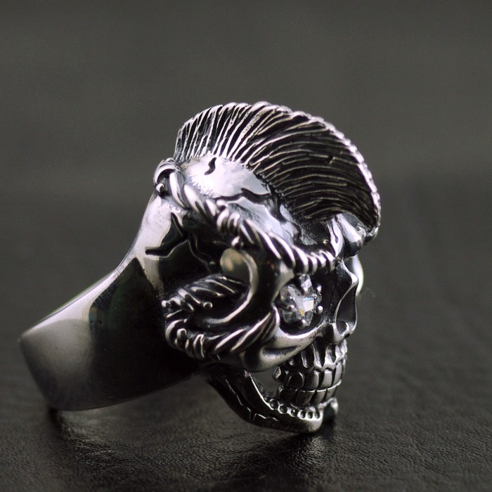 Male models Moxi dry hair skull Thai silver ring