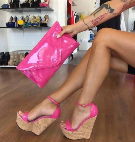 Ayakk.'ten Yüksek Topuklular'de Carpaton Sıcak Pembe Mantar Takozlar Burnu açık Patent Deri Ayak Bileği Kayışı Sandalet Yaz Süper Yüksek platform ayakkabılar Clubwear Yüksek Topuklu'da  Grup 1