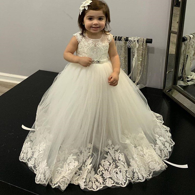 New Long Flower Girl Dress with Lace Appliques Pearls Belt V-Back Button Sleeveless Custom Made Princess Dress Kids Pageant Gown