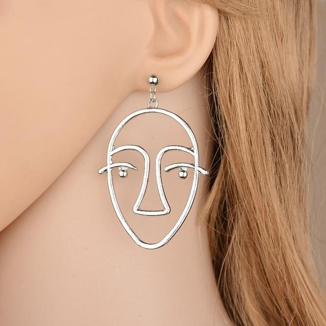 New Arrival Street Shoot Simple Fashion Sister Earring Charm Face Stud Women