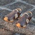 Meninos Sandálias de Verão Novo Estilo de 2017 Crianças Sapatos Meninos Moda Cut-Outs Sandálias de Lona Dos Miúdos Chuva Sandálias Flats Respirável sapatos