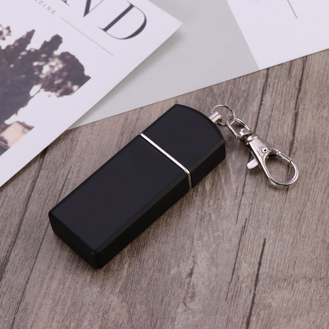 LUOEM Portable Ashtray Cigarette Ashtray for Outdoor Use Ash Holder Pocket Smoking Ash Tray with Lid Key Chain for Travelling