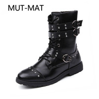 Martin Boots Men Shoes Brock Carved Leather Boots Fashion Tide Autumn And Winter British Style Metal Rivet Shoes Man