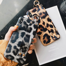leopard wristband silicon case for iphone X XR XS MAX 7 8 6 6s Plus cover fashion holder shockproof soft phone bag capa fun