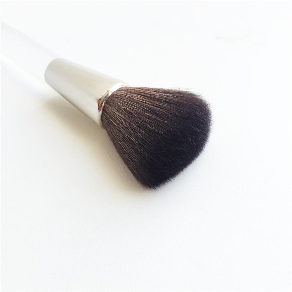 Trish Mcevoy Powder Blush Brush _ 5
