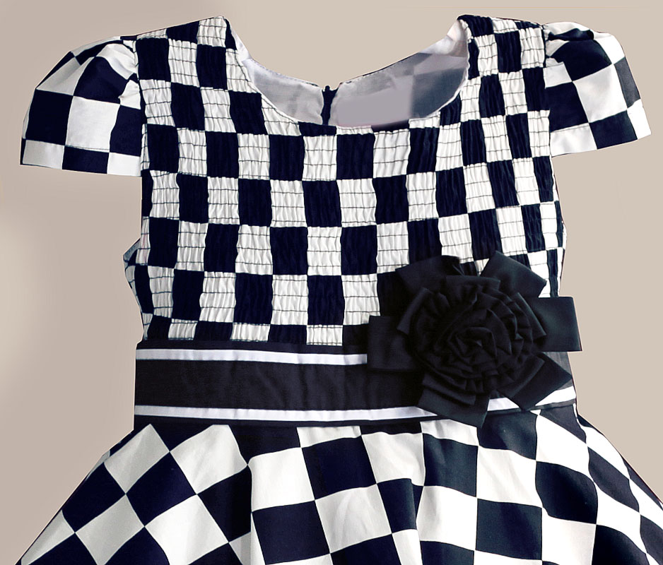 4bcdc9328f8e Big Size Girls Dresses Black White Plaid Kids Dress with tutu Flower Bow  Fashion Summer Cotton Children Clothes-in Dresses from Mother & Kids on ...