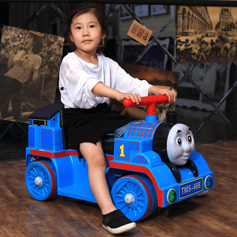 Маленький паровозик Томас, игрушечный автомобиль для детей, Электрический локомотив, Детская горка, ходунки с музыкой, Детский Электрический четырехколесный автомобиль - 2
