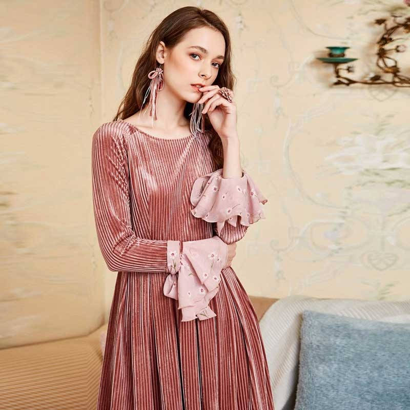 ARTKA 2018 Autumn New Women Vintage Pleated Dress O neck Detectable Ribbon Full Flare Sleeve Solid Knee length Dress LA10387Q