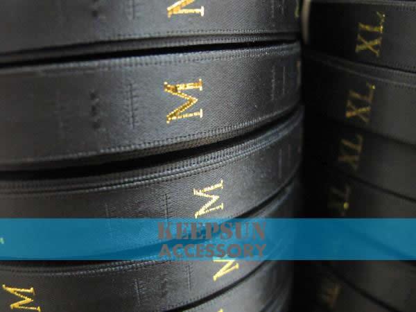 Kostenloser Versand Garment Größe Etikett Schwarz Hintergrund Gold