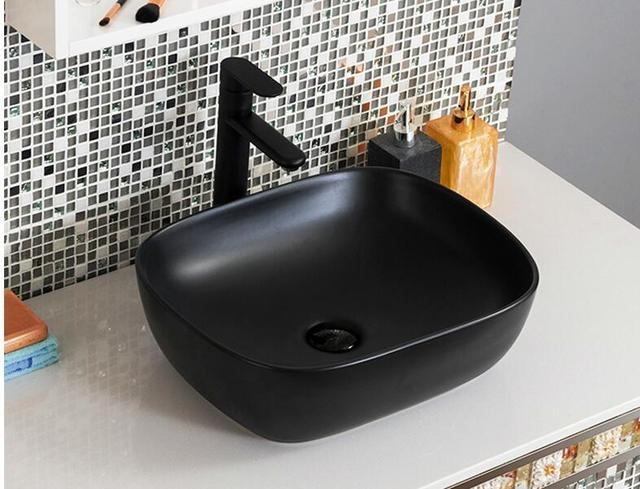 Zwarte tafel wastafel. vierkante industriële lavabo