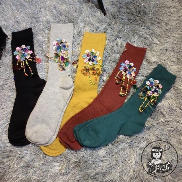 2016 Nuevas Mujeres de Los Calcetines Personalizados Calcetines Chica Popular Logotipo Del Color Del Caramelo Perlas de Lentejuelas de Diamante Tubo de La Borla de Reactor de Flores Femeninas