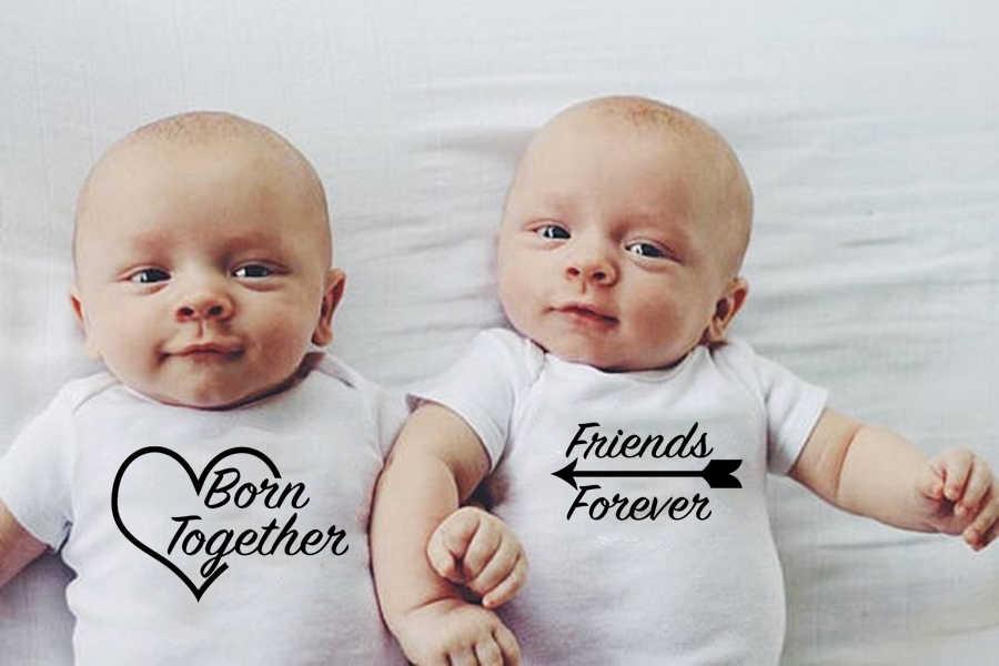 Urodzeni razem przyjaciele Foreve śliczne bliźniaki body niemowlęce noworodki bliźniaki prezent ubrania Babe śliczne białe Onesie Casual Style