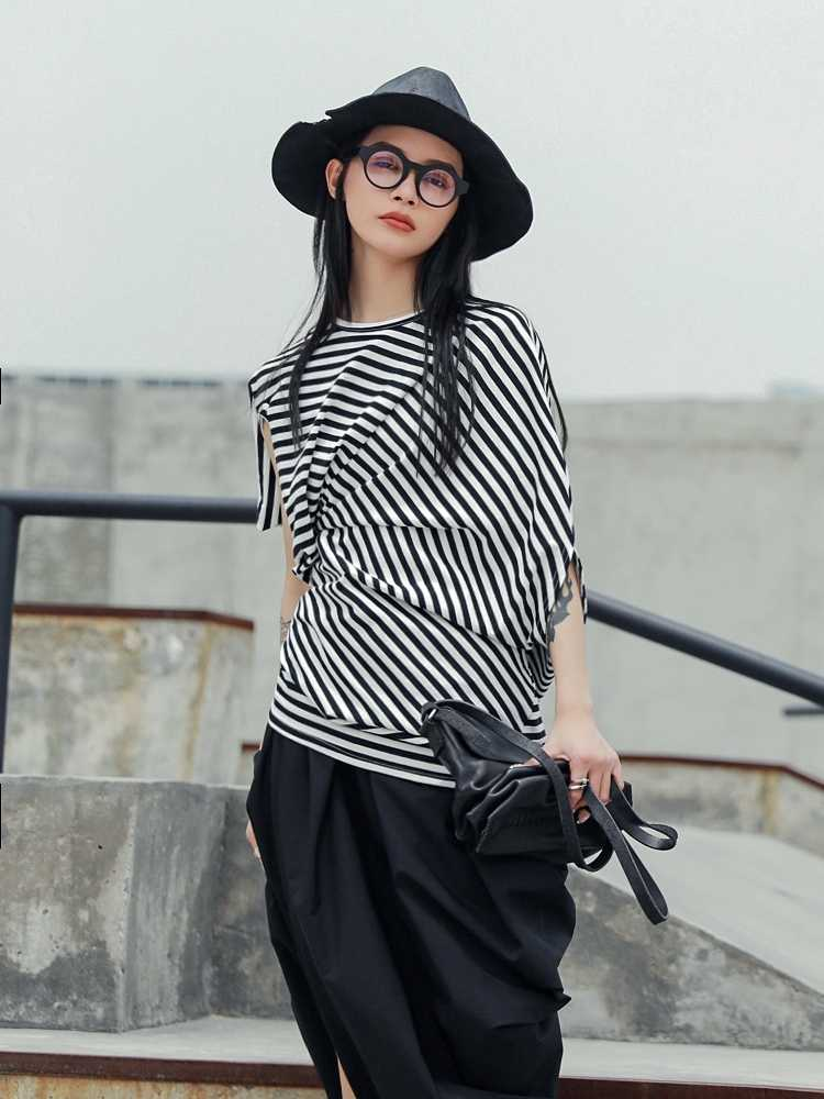 Cakucool 2019 新夏日本の人格不規則なストライプファッションスリム半袖 Tシャツ女性