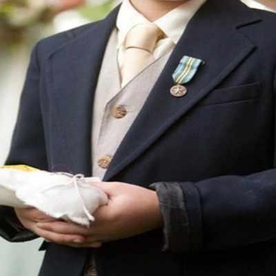 新しいスタイルカスタムメイド男の子タキシードfashionalの子供衣装黒子結婚式/ウエディングスーツ(ジャケット+パンツ+ベスト+ネクタイ) 012