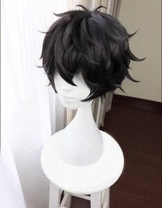 Image 2 - משחק פרסונה 5 P5 גיבור Kurusu אקירה קצר שחור פאת חום עמיד שיער Cosplay תלבושות פאות + Freen פאת כובע