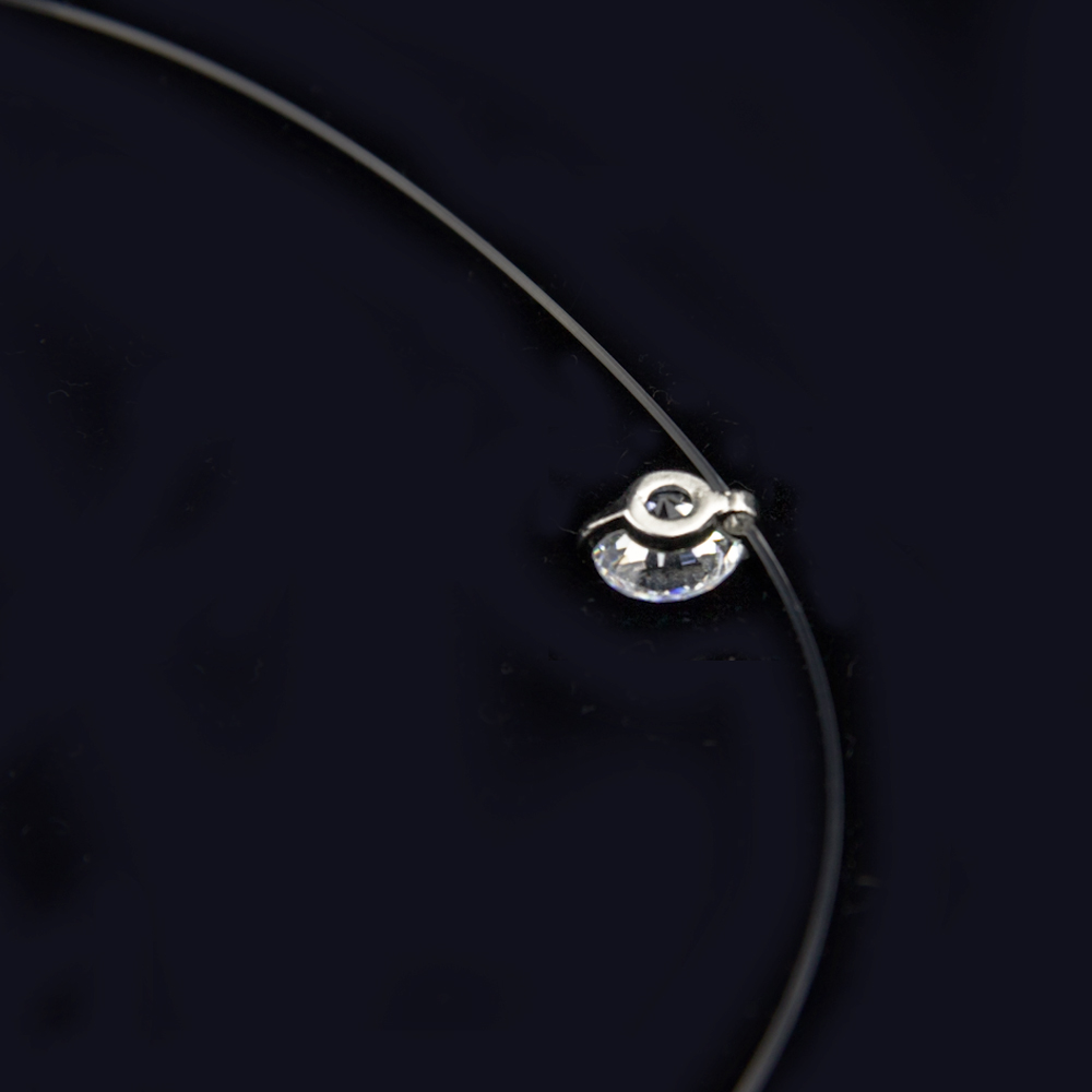 collier femme invisible