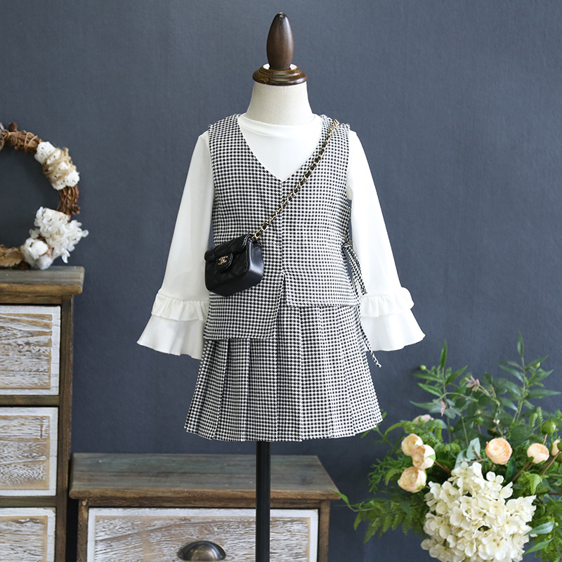 2018 Spring New England Plaid Girls Three-piece Girls Vest with Long-sleeved t-shirt with Pleated skirt suit