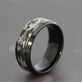 ed7ba0177e9d De acero de titanio negro militar de los anillos de los hombres hombre  Vintage Punk tres color camuflaje negro anillo de camuflaje de la joyería  de ...