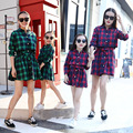2016 Nueva Vestidos de la Madre y la Hija Familia Trajes A Juego Pliaid Patrón Niña Madre Camisa de Vestidos de Primavera Ropa de Otoño