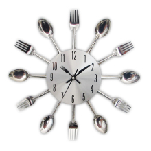 цена на Creative Metal Kitchen Wall Clocks Spoon Fork Cutlery Quartz Wall Mounted Clocks Modern Design Decorative Horloge Murale