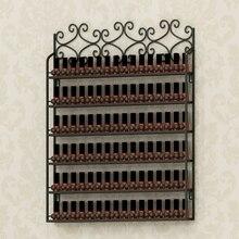 Кованое железо стене висит лак для ногтей дисплей. Лак для ногтей пластик полка