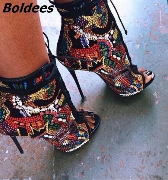 De luxe Comique Strass Cloutés De Mariée Chaussures De Mariage Femme Sexy Peep Toe Bottines à Lacets Stiletto Haut Talons Cristal Cheville Bottes