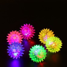 1pcs Dog Puppy Cat Pet LED Squeaky Hedgehog Ball Rubber Bell Sound Fun Night Light Playing Toy Mini Lanterna led USB