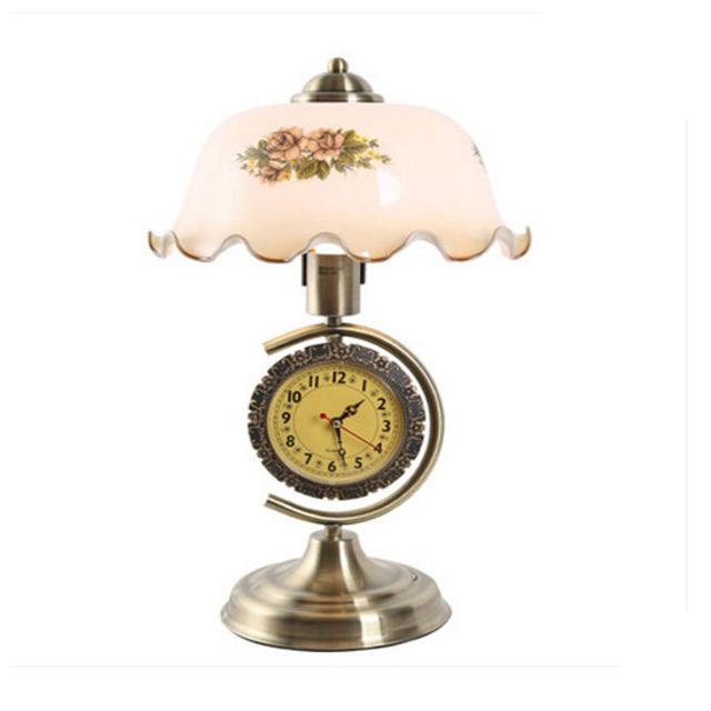 110 V ~ 240 V Dormitorio Estudio Sala de estar Mesa de Bronce Lámpara Led Superior Iluminación interior Retro con Un Reloj Puede Ser de Cabecera Regulable lámpara