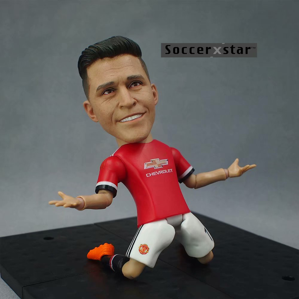 Soccerxstar Figurine Football Player Movable Dolls 7# ALEXIS (MU 2018) 12CM/5in Figure BOX include Accessories soccerwe dolls figurine football stars 17 18 7 c ronaldo movable joints resin model toy action figure dolls collectible gift