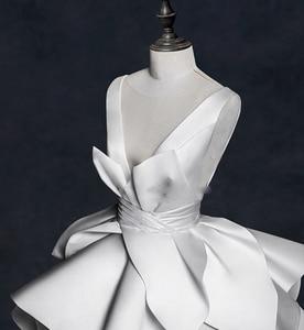 Image 3 - בציר 2018 חתונה שמלות ראפלס Ruched אלגנטי כלה שמלות צווארון V ללא משענת גבוהה סוף חתונת כותנות Vestido דה Noiva