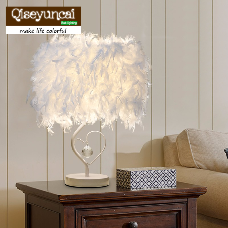 Personalized fashion creative wedding decoration simple small  table lamp bedroom crystal feather birthday bedside lamp meja kecil untuk kamar