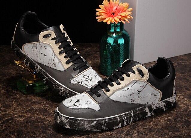 Nouveau mode couleurs mélangées casual chaussures motif mixte couleurs noir blanc high top lace-up chaussures homme appartements