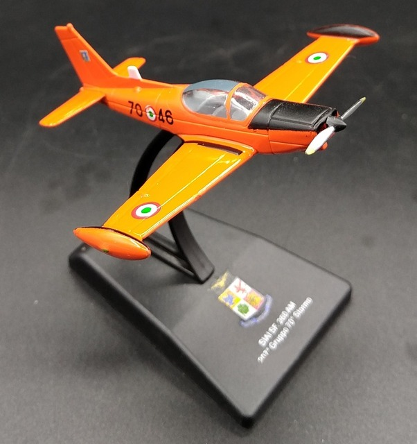 Value rare Out of print 1: 100 Italian Air Force SIAI SF.260 trainer LEO01 Alloy aircraft model Collection model Holiday gifts