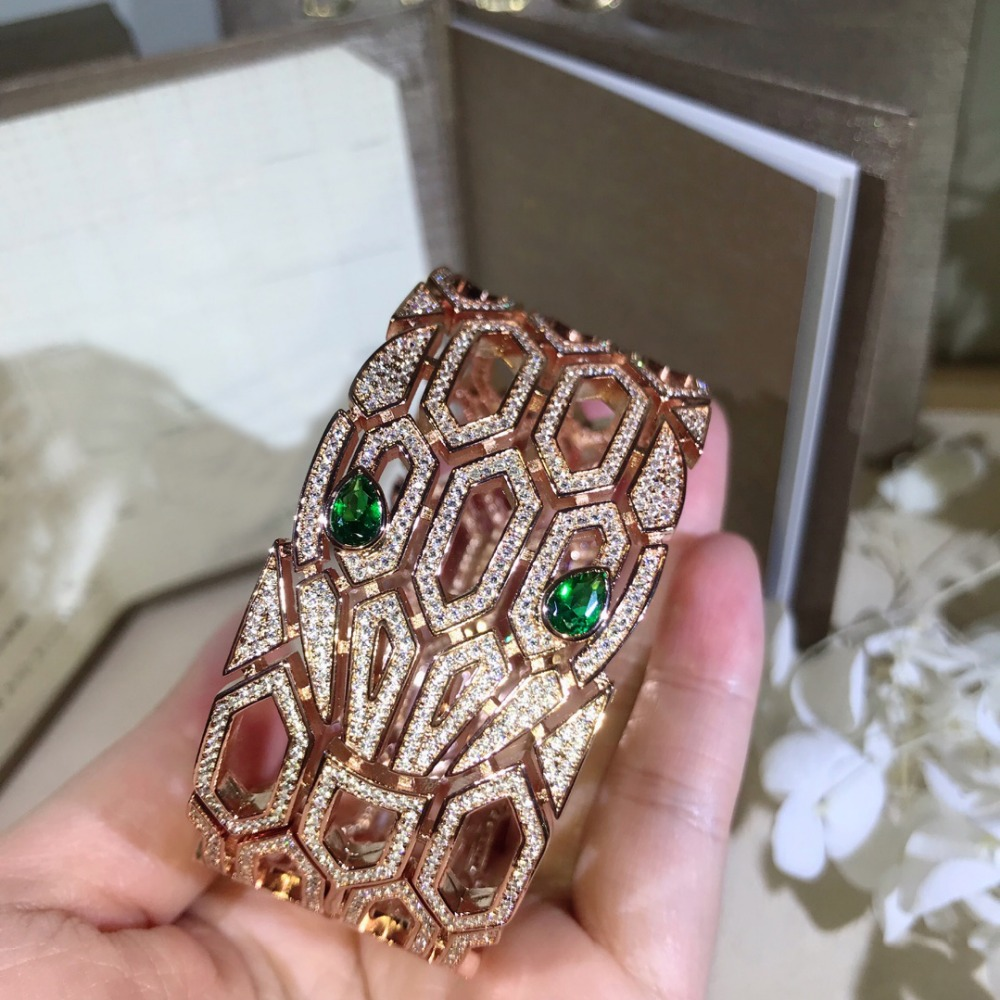 Brede band hoge kwaliteit zirconia Hollow animal bangle armbanden designer party sieraden voor vrouwen-in Armring van Sieraden & accessoires op  Groep 1