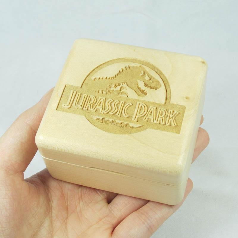 Wind up wood music box with Sankyo mechanism Jurassic Park themeWind up wood music box with Sankyo mechanism Jurassic Park theme