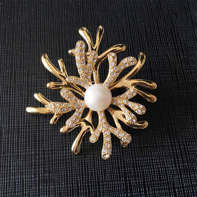 Natal Broche de flor e Forma Alce com Diamante CZ para As Mulheres Presente de Água Doce da Pérola Broche de Strass Black Friday