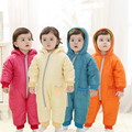 Mamelucos del bebé de Invierno Gruesa de Algodón Solid Niños Niñas Traje Ropa de Abrigo Niños Del Mono Con Capucha Niños prendas de Vestir Exteriores del Desgaste 4 Colores