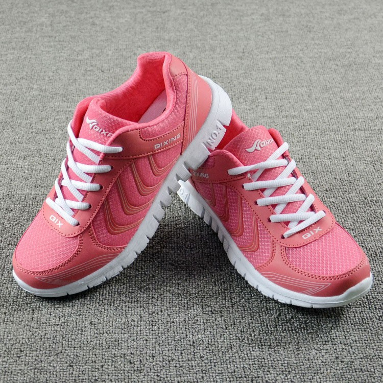 Foto 2 pieces from the front Women's breathable light sneakers for tennis. Women's breathable light shoes for basketball pink color