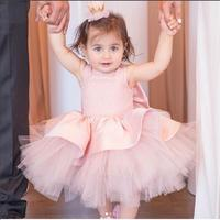 Blush roze prinsesje puffy jurken 2018 bloem meisje jurk mouwloze baby baby eerste verjaardag outfit met boog
