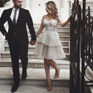 Image 5 - את כתף קצר חתונה שמלת 2019 שמפניה Appliqued תחרה הכלה שמלות הברך אורך ללא משענת Custom